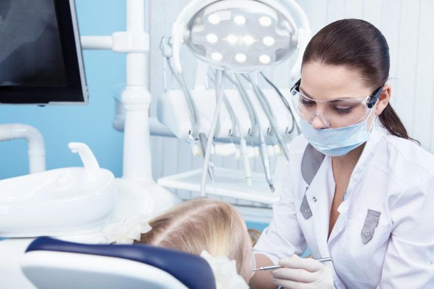 Denturologiste en place - Clinique Dentaire Granby
